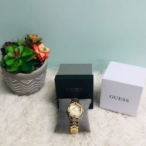 Guess Women's Watch: Crystal Accent (PM97)